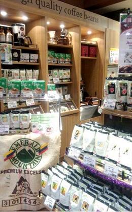 ▲ファゼンダとは、ポルトガル語で農園という意味だそう。世界中の高品質なコーヒー豆が揃う。