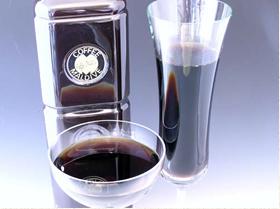 ▲テイクアウト用のコーヒーは、水で抽出したダッチコーヒー。とても手間がかかる方法だが、一度飲めば味の違いに驚くという。
