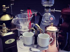 ▲コーヒー器具は充実の品揃え。こだわり派のニーズにはとことん答えつつ、老川店長は時間のある人だけどうぞ、と決して押し付けないお人柄。