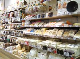 ▲輸入食材のほか、手作りパン・お菓子の材料も豊富な品揃え。