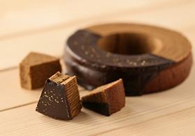 ▲生地とチョコレートに石焼珈琲が練りこまれた、金澤珈琲ばうむ