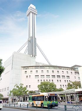 ▲ 会議場、映画館、結婚式場などが入った複合施設「タワーホール船堀」。東京タワーとスカイツリーが同時に見られる展望台が、なんと無料。